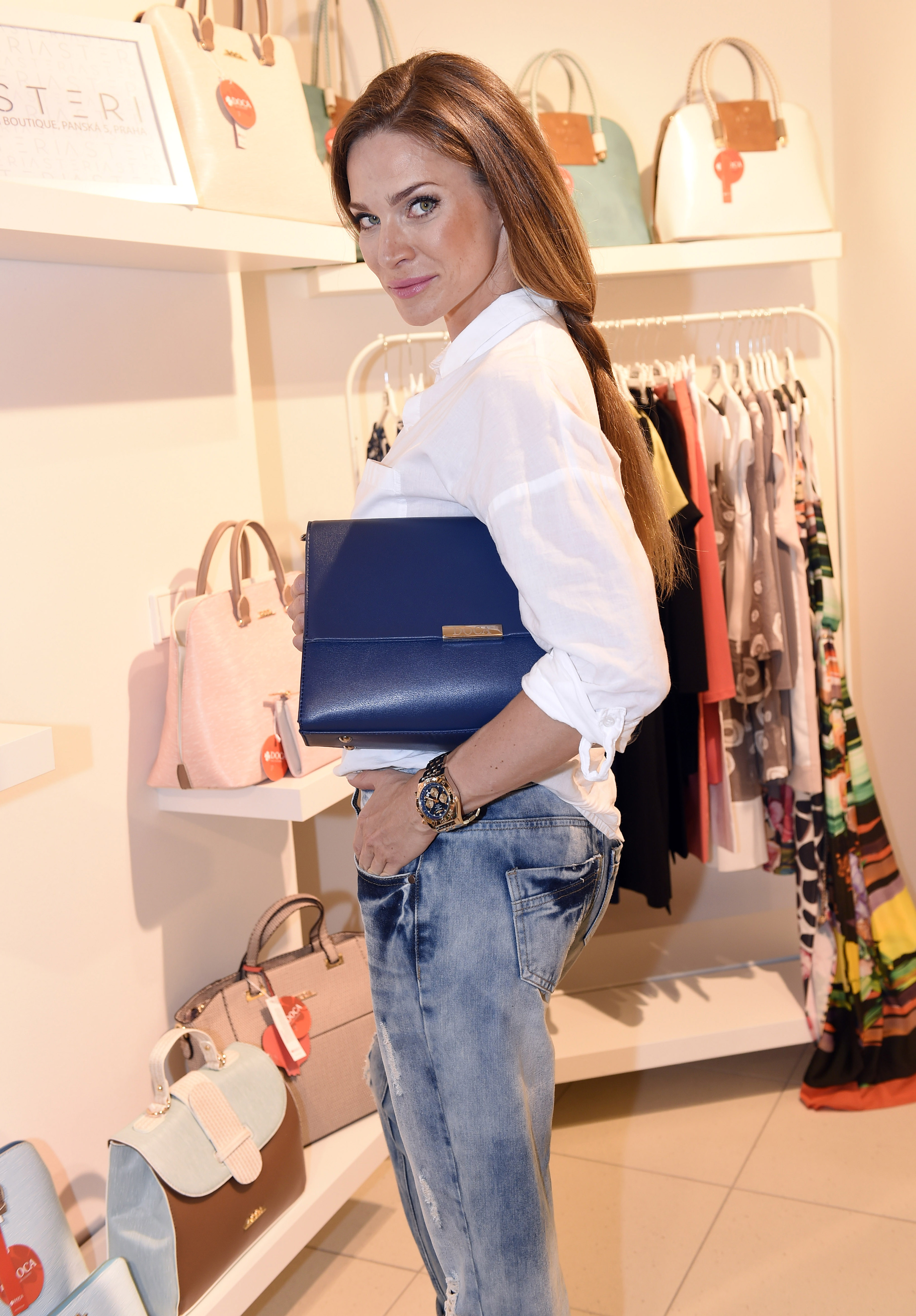 3728e8a2c34 Asteri Fashion Store Grand Opening – DailyStyle