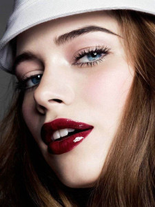 5-Stylish-Alternatives-to-Classic-Red-Lips_3