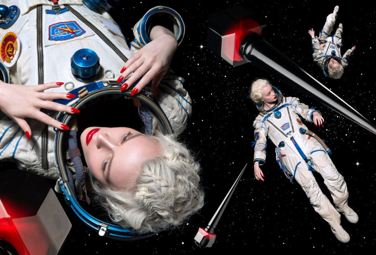 space-lady-img2