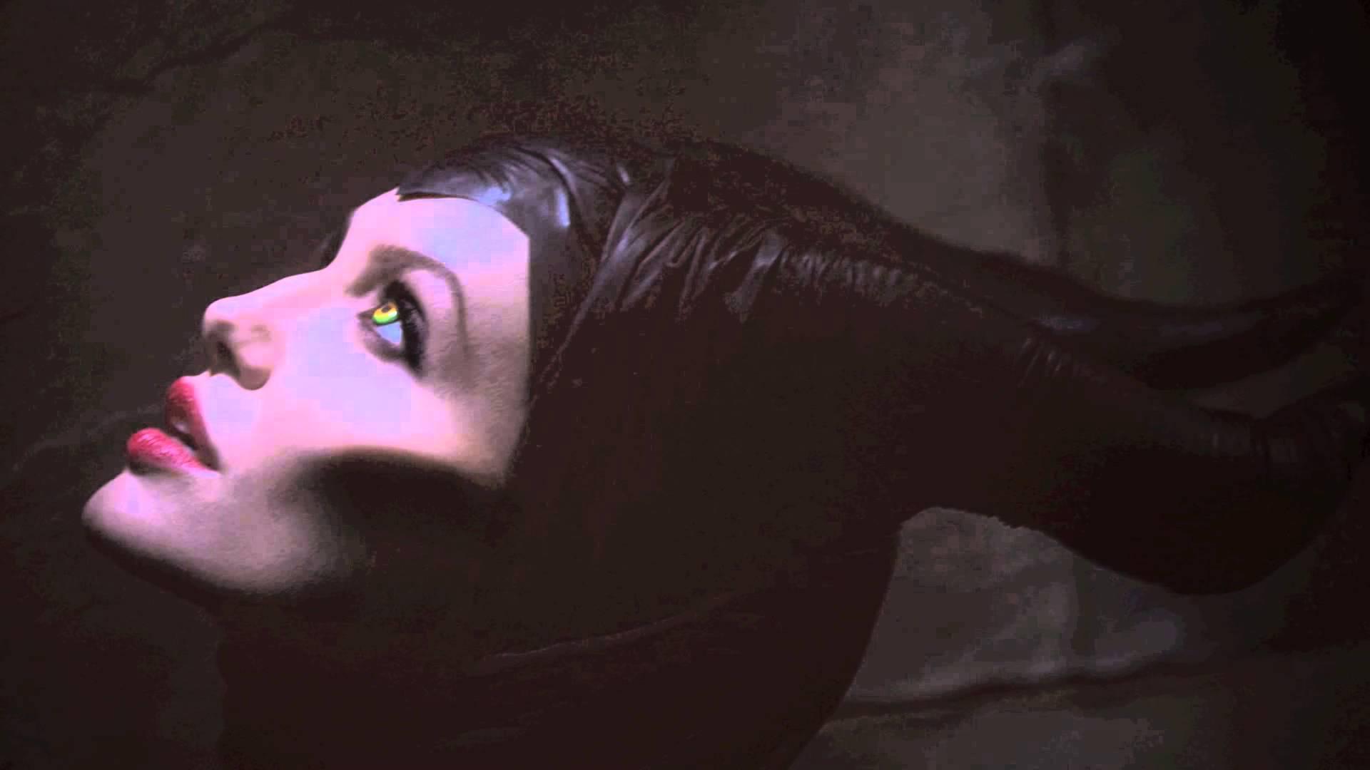 Agelina Jolie Maleficent Disney Sleeping Beauty Šípková Růženka
