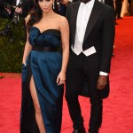 Kim Kardashian v Lanvin dress a Lorraine Schwartz jewelry a Kanye West v Lanvin