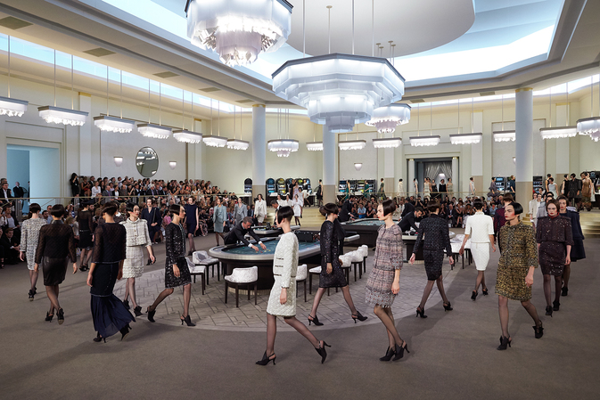 chanel-fall-winter-2015-16-haute-couture-ambiance