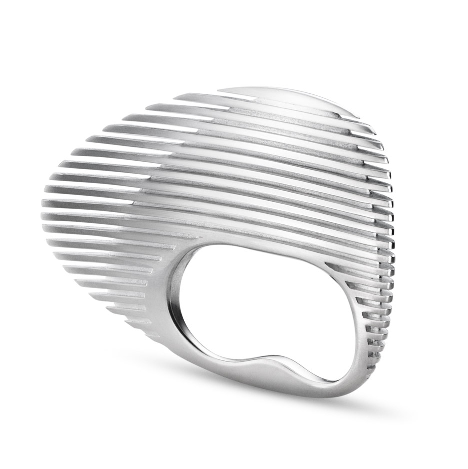 lamellae-jewellry-range-design-zaha-hadid-architects-georg-jensen-baselworld-2016_dezeen_936_0