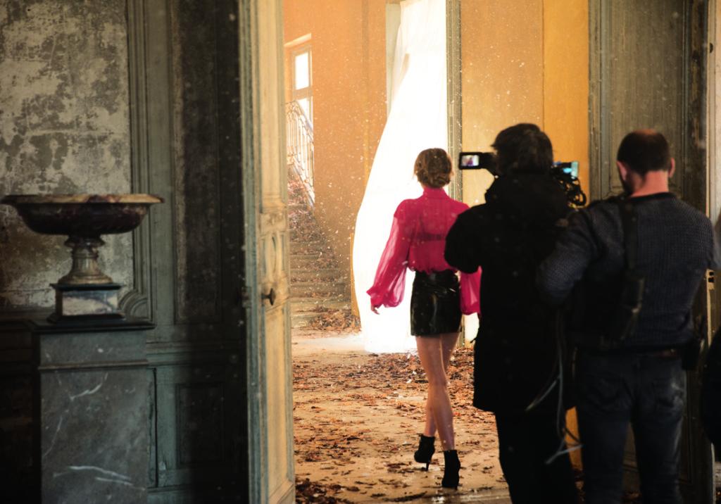 Lily-Rose-Depp-en-tournage-pour-la-campagne-Chanel-5