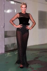 Simona ve večerní couture od Lukáše Lindnera z kolekce Atelier