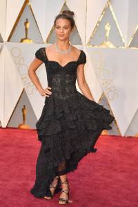 hbz-the-list-best-dressed-oscars-alicia-vikander_2