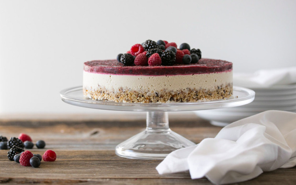 Raw-Mixed-Berry-and-Vanilla-Bean-Cheesecake-ftr